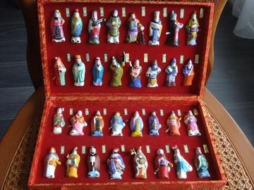 Vente: Coffret de 32 figurines d'Empereurs de Chine
