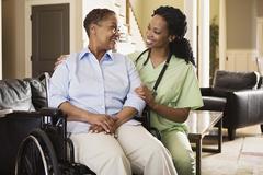Atendimento domiciliar: Saúde e Vida Home Care - Serviço de cuidador de idosos