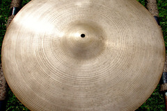 "Selling with online payment: 1960s ZILDJIAN 20"" ride  2570 grams"