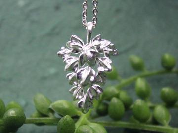 : oak leaf pendant