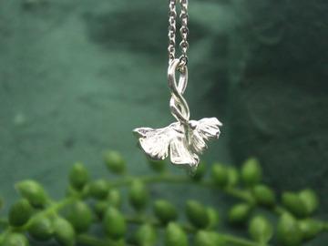 : poppy flower pendant
