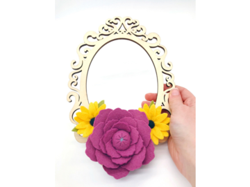 Selling: Felt Flower Wood Wreath