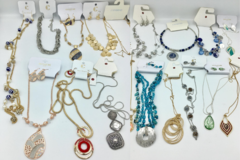 Buy Now: 100 pcs Brand Name Necklace Lot - w/ Lots + Lots of Styles !