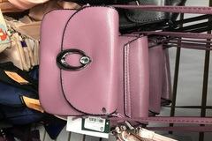 Liquidation/Wholesale Lot: Lot of 40 handbags mixed brand new