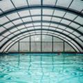 Vermietung Pool pro Stunde: Kleiner privater überdachter Swimminpool mit Gegenstromanlage