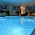 Vermieten Pool mit eigener Preiseinheit: Privater Pool im Haus überdacht