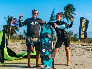 Course: Kitesurfing couple or friends from 0 to Hero