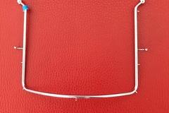 Artikel aangeboden: Cofferdam frame  met balletjes haken