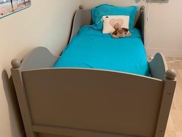 Vente: lit enfant en bois avec sommier à lattes et matelas état NEUF
