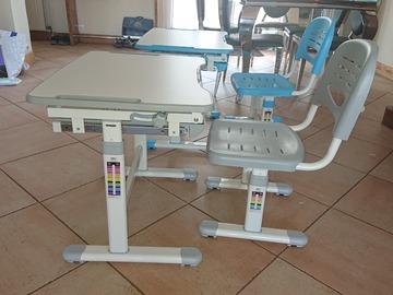 Vente: Lot 2 bureaux enfants avec fauteuils assortis