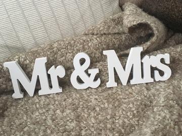 Ilmoitus: Mr & Mrs -kirjaimet