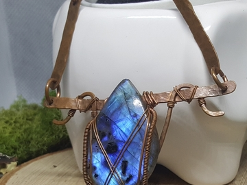 Selling with online payment: Stunning blue flash Labradorite wire wrapped necklace
