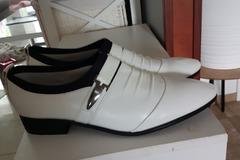 Ilmoitus: Miesten uudet kengät
