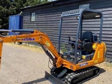 Weekly Equipment Rental: 1.5 Ton excavator Hire
