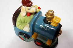Vente: Tirelire petit chien en locomotive