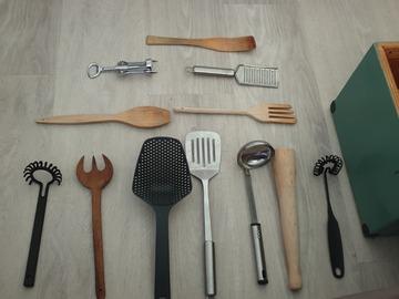 Myydään: Various kitchenwares (Utensils, tools, kettles, etc.)