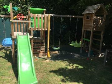 NOS JARDINS A LOUER: Jardin avec aire de jeux