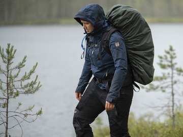 Vuokrataan (yö): Savotta Jääkäri L rinkka ja sadesuoja