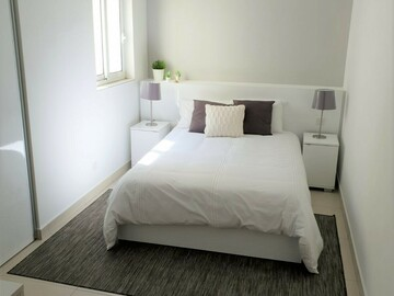 Rooms for rent: Gzira Room near University Private bathroom: 6 mins to seafront