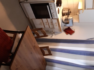 Annetaan vuokralle: Subrenting 1  furnished  room in family apartment