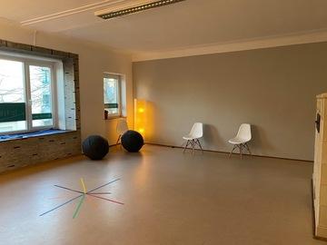 Vermiete Gym pro H: Großer lichtdurchfluteter Raum für Sportkurse oder Workshops