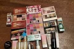 Compra Ahora: Bundle of 25 Pieces of Makeup