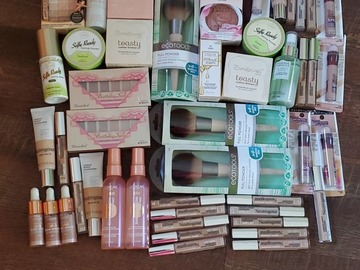 Buy Now: Bundle of 50 Pieces of Makeup