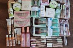 Compra Ahora: Bundle of 50 Pieces of Makeup