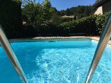 NOS JARDINS A LOUER: Un petit paradis à Valence : tonnelle ombragée, jardin et piscine