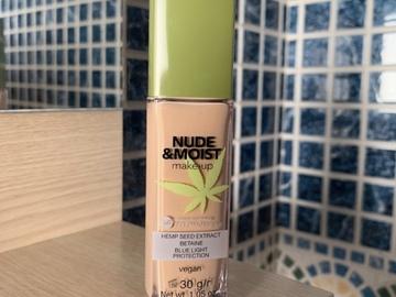 Venta: Base de maquillaje Nude And Moist