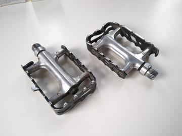 Myydään: 2 Standard Shimano Platform Pedals