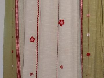 Myydään: Curtains
