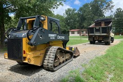 Renting out equipment (w/o operator): John Deere 323E Track Loader