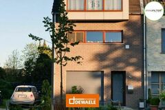 .: Klassieke Houtskeletbouw met dakkapel | door Dewaele