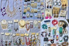 Liquidation/Wholesale Lot: 100 pieces Dept Store Jewelry lots over $1,500.00 retail