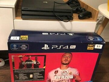 Myydään: PlayStation 4 Pro 1 TB FIFA 20 + controller