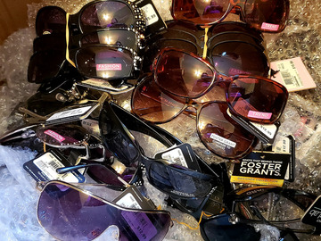 Selling with online payment: Foster Grant Brand new sunglasses-98 pairs