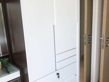Selling without online payment: triple wardrobe