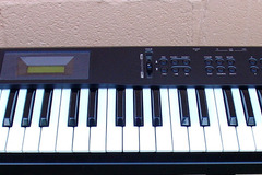 Selling with online payment: KORG X5 keyboard w/ power supply and gig bag