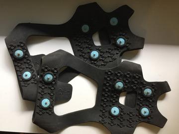 Myydään: Ice grip shoe covers size M (size 38-42)