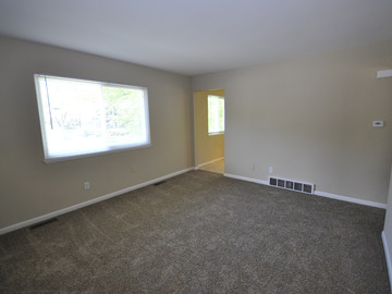 List Your Space: 1br in newly renovated 2br Apt on Ann Arbor's Old West Side