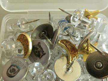 Myydään: Pins, nails and clips