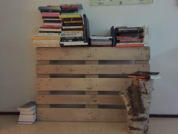Selling: Artsy book shelve