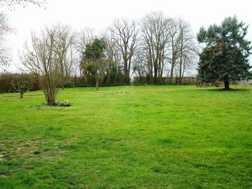 NOS JARDINS A LOUER: Loue grand jardin dans ferme avec animaux
