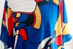 Sale retail: Haut imprimé façon MONDRIAN sur fond bleu