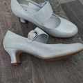Ilmoitus: Hopeat kengät