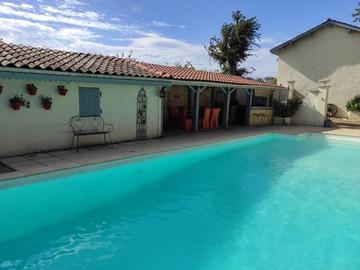 NOS JARDINS A LOUER: Belle piscine 12x5m dans un écrin de verdure proche de Lyon.