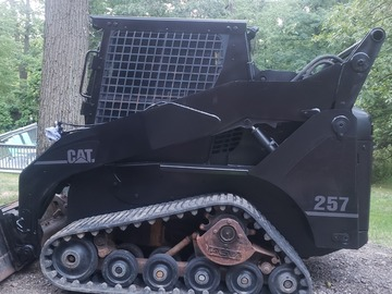 Renting out equipment (w/o operator): Caterpillar 257 Compact track loader