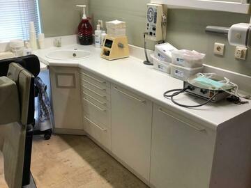 Artikel aangeboden: Kasten tandartspraktijk