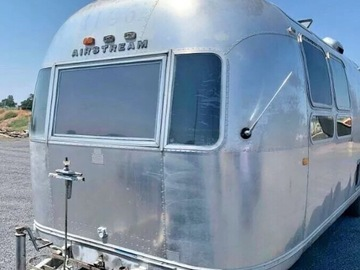 Trailer Sales: 1972 AIRSTREAM SOVEREIGN INTERNATIONAL LAND YACHT